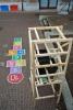 plate-forme de jeu conçue pour récupérer l'eau de pluie et la rendre propre par un système d'épuration